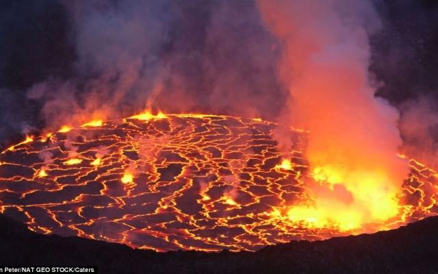 Tiêu điểm: Thảm họa núi lửa phun trào