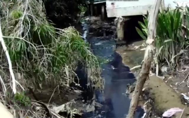 Vĩnh Long: Dân kêu trời vì con rạch bốc mùi hôi thối