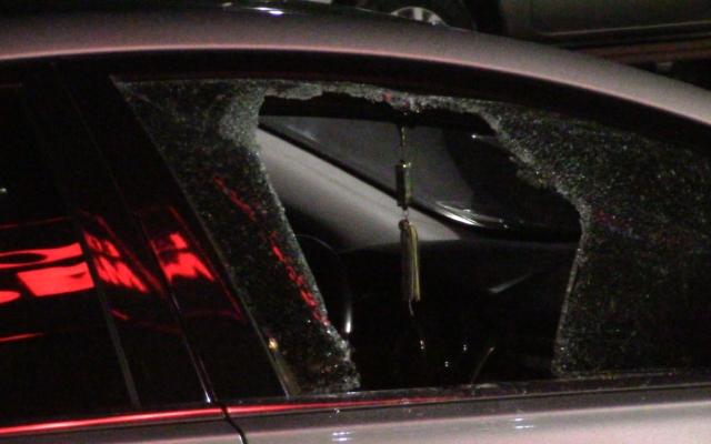 Bình Dương: Táo tợn đập cửa kính ô tô trộm tài sản