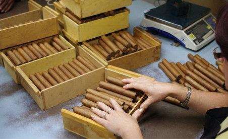 Tiêu dùng 72h: Sau vụ thu giữ 1.200 điếu Cigar trên phố Bà Triệu, chế tài xử lý ra sao?