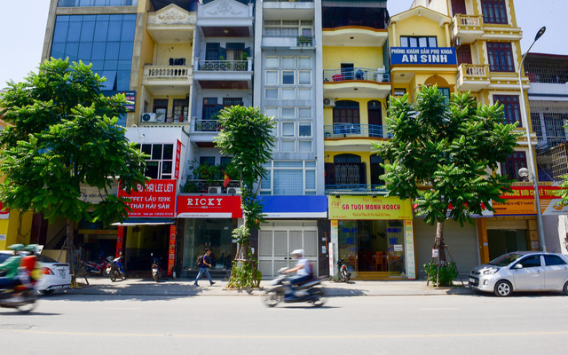 """Hà Nội: Biển hiệu """"đồng phục hàng loạt"""" trên phố Lê Trọng Tấn thất bại sau 2 năm"""