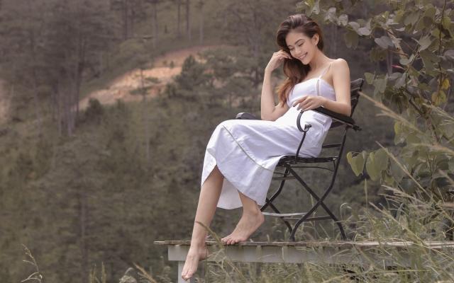 Mâu Thủy khoe vẻ đẹp tinh khôi giữa núi rừng Đà Lạt