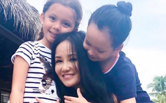 """""""Hậu"""" hôn nhân, Hồng Nhung tiết lộ về cuộc sống bận rộn của 2 con"""