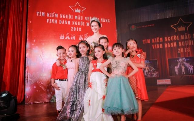 Làm giám khảo chương trình dành cho mẫu nhí, Dương Yến Phi nhớ về tuổi thơ cơ cực