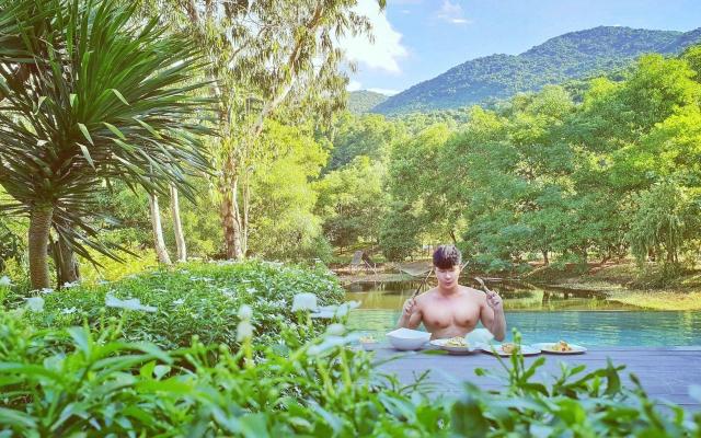 Nathan Lee khoe body nóng bỏng trong kỳ nghỉ dưỡng đầu năm mới