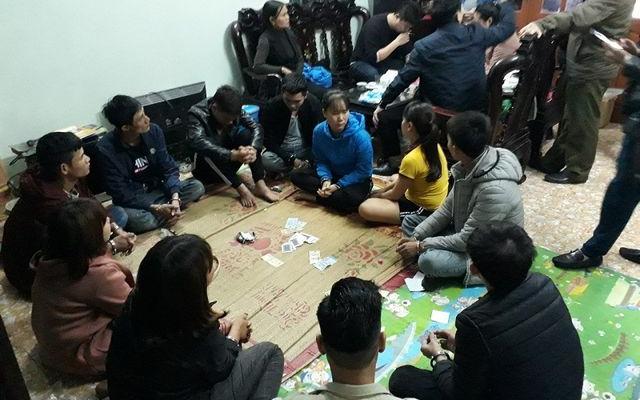 Nữ chủ nhà cùng 9 người bị bắt vì tham gia đánh bạc