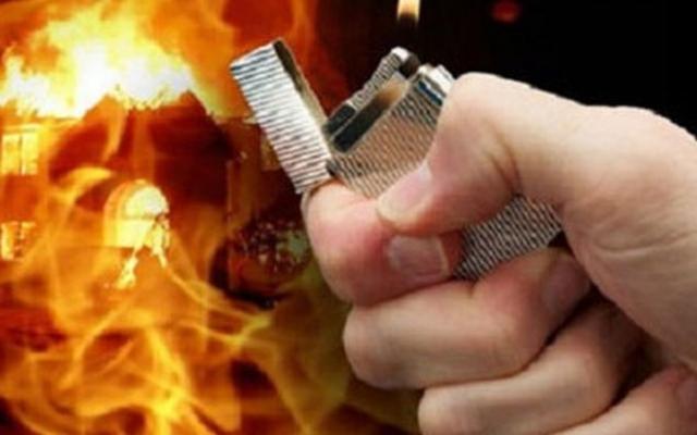 Nam thanh niên châm lửa đốt nhà người yêu, một cháu bé tử vong