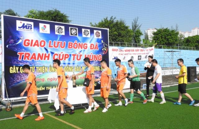 """Giải bóng đá từ thiện """"hướng về miền Trung"""""""