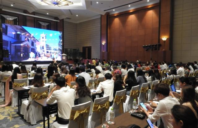 Hoa hậu Hoàn vũ thế giới đến Việt Nam tham dự sự kiện