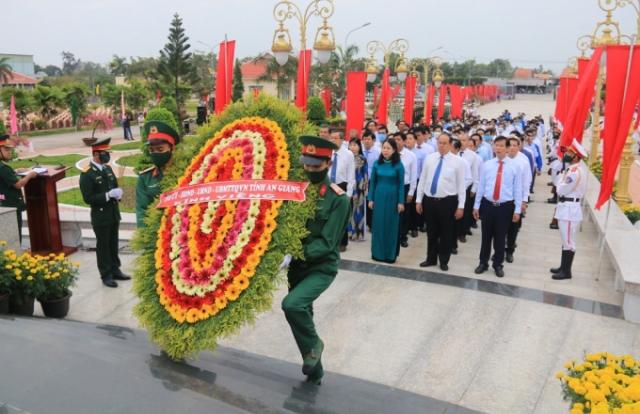 An Giang: Lãnh đạo tỉnh viếng Nghĩa trang Liệt sỹ nhân dịp Xuân Tân Sửu 2021