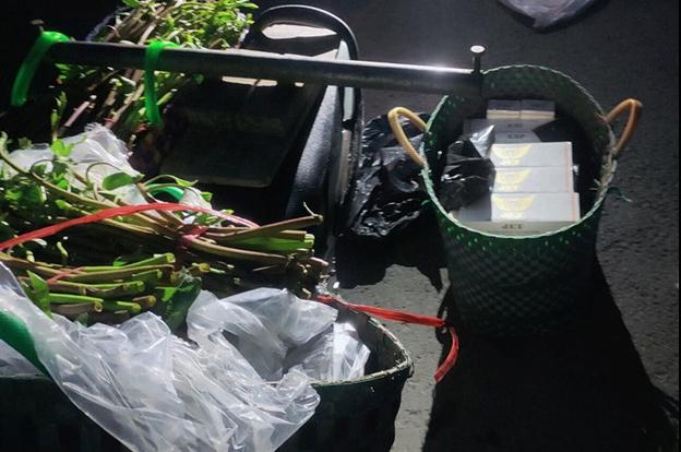 An Giang: Ngụy trang người chở rau, vận chuyển thuốc lá lậu