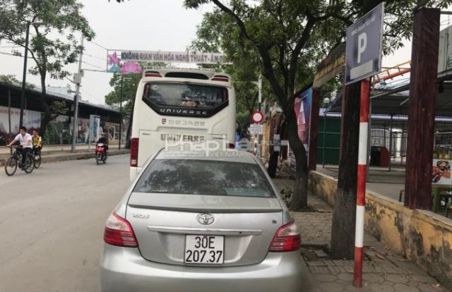 Hà Nội: Biển báo dừng đỗ khó hiểu hành dân ở phường Nhật Tân