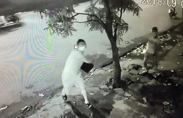 """Gia Lâm (Hà Nội): Một gia đình bị """"khủng bố"""" bằng """"bom bẩn"""" kêu cứu!"""