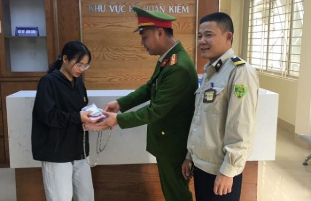 Sinh viên Học viện Báo chí và Tuyên Truyền viết thư cảm ơn Công an quận Hoàn Kiếm