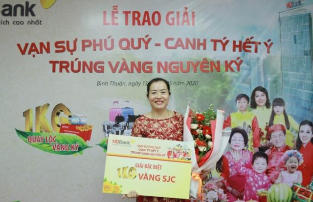 Trao giải thưởng 1kg vàng cho khách hàng HDBank