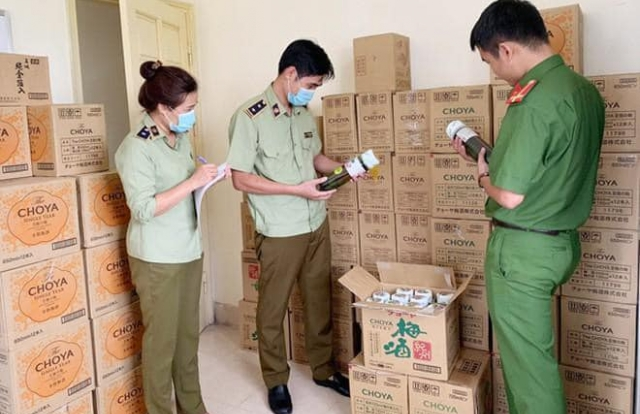 Hà Nội: Phát hiện nhóm đối tượng dùng mạng xã hội Facebook, Zalo để kinh doanh hàng nhập lậu