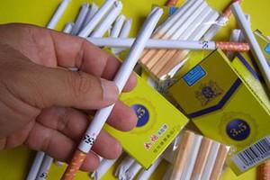 """Hà Nội: Xuất hiện tình trạng kẹo thuốc lá """"tấn công"""" học sinh"""