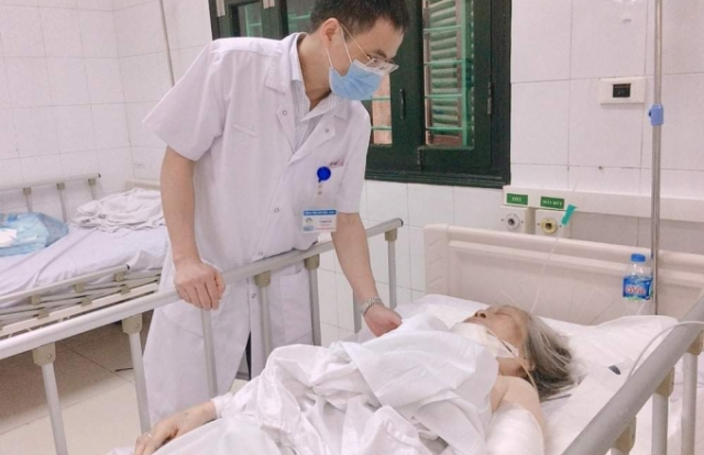 Hà Nội: Cụ bà 87 tuổi nhập viện trong tình trạng nguy kịch sau khi bị chó Bully tấn công