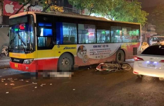 Hà Nội: Va chạm với xe buýt nam thanh niên tử vong thương tâm