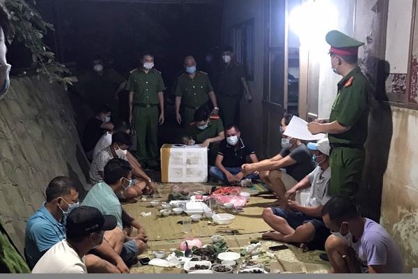 11 người tụ tập ăn uống bị phạt 82,5 triệu đồng ở Bắc Giang