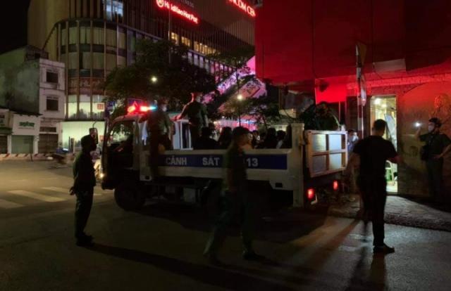 Hà Nội: Bất chấp lệnh cấm, quán karaoke vẫn ngang nhiên phục vụ khách