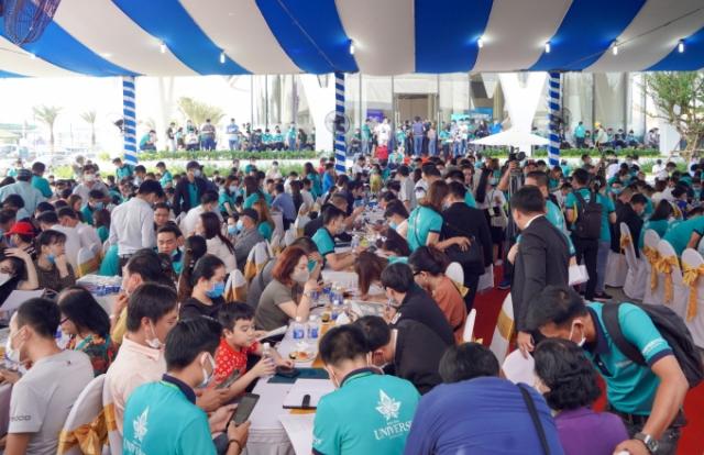 Hơn 1.000 khách hàng tham gia sự kiện khai trương Phòng Kinh doanh và căn hộ mẫu Bien Hoa Universe Complex