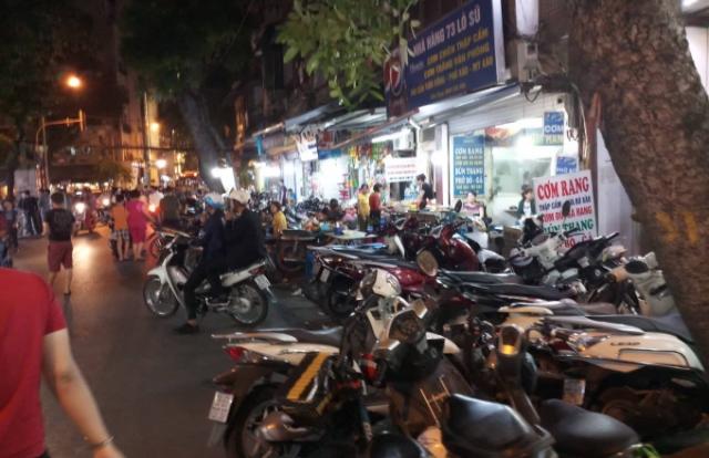 Hà Nội: Hàng loạt điểm trông giữ xe không phép ung dung hoạt ở phường Lý Thái Tổ