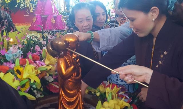 Hà Nội: Phật tử chùa Trấn Quốc hoan hỉ kính mừng đại lễ Phật đản