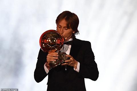 Video: Luka Modric giành Quả bóng Vàng 2018 sau khi vượt qua Messi và Ronaldo