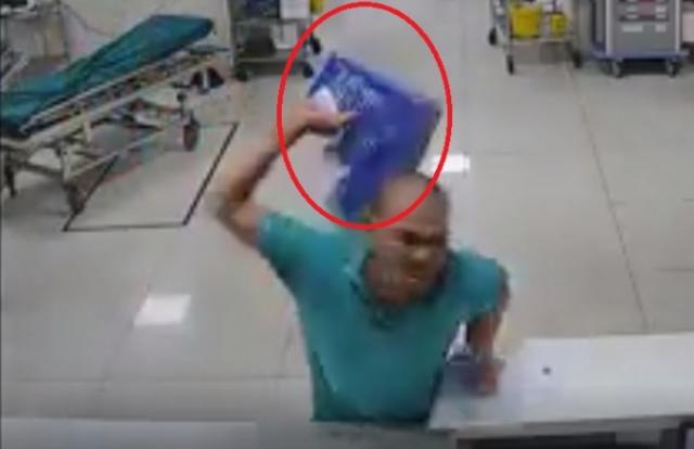 """Video: Nam bệnh nhân """"hổ báo"""" chửi bới, đánh nhân viên y tế"""