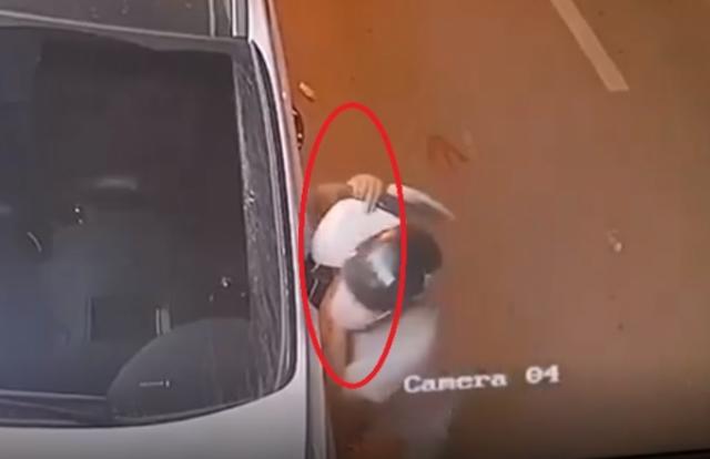"""[Clip]: Tên trộm cuỗm đôi gương trong """"nháy mắt"""""""