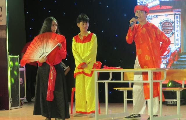 """Học sinh thành Vinh hào hứng với vở hài kịch """"Nghêu – Sò – Ốc – Hến"""" được """"Anh hóa"""""""