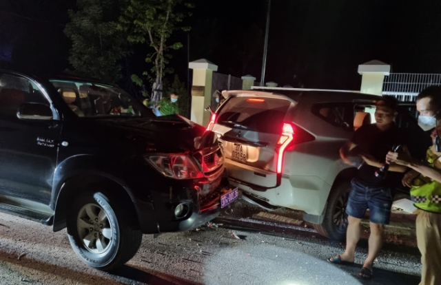 """Chặn xe ô tô bắt 2 đối tượng vận chuyển 7 """"chúa sơn lâm"""" còn sống"""