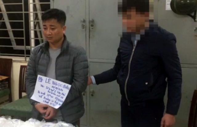 Hà Nội: 12kg ma túy đá trong thùng rượu vang