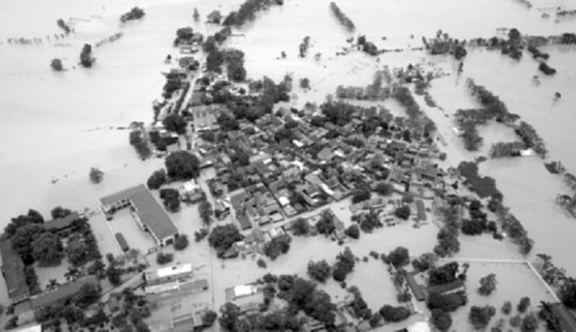 Hà Nội: Vì sao huyện Chương Mỹ hàng chục ngày ngập lụt?