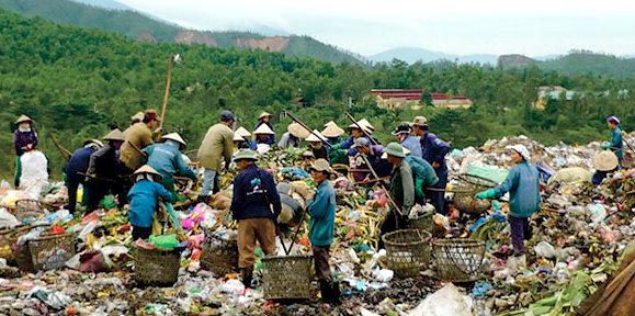 """Rác và ô nhiễm biển """"tràn"""" từ phố đến nghị trường, Đà Nẵng vẫn loay hoay?"""