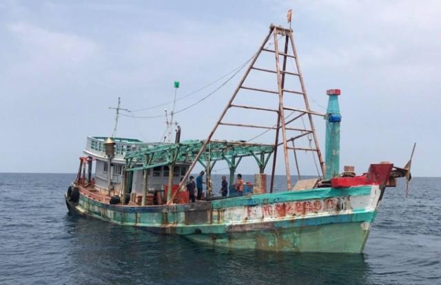 Bắt giữ tàu chở 100.000 lít dầu DO trái phép trên biển