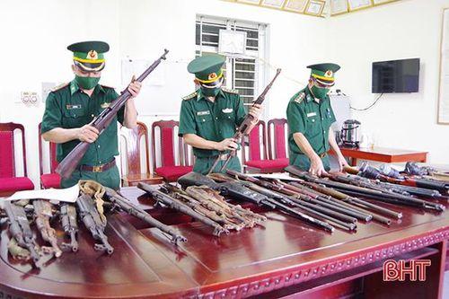 Bộ đội biên phòng Hà Tĩnh phát hiện, thu hồi 31 khẩu súng các loại