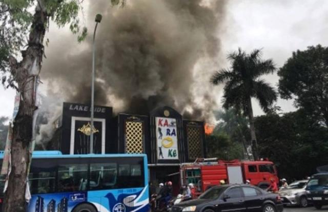 Chùm ảnh: Toàn cảnh vụ cháy quán Karaoke trên đường Linh Đàm