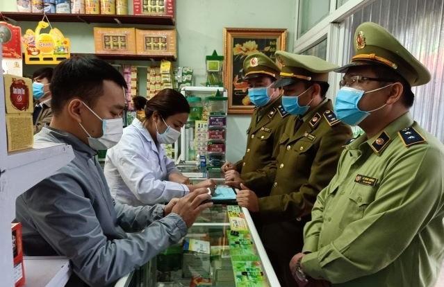 Tăng giá bán khẩu trang, 4 nhà thuốc ở Thanh Hóa bị tước giấy phép