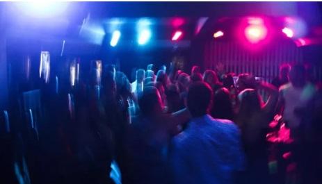 """Mỹ: Giới trẻ tổ chức """"tiệc COVID-19"""" xem ai bị nhiễm trước và được nhận tiền thưởng"""