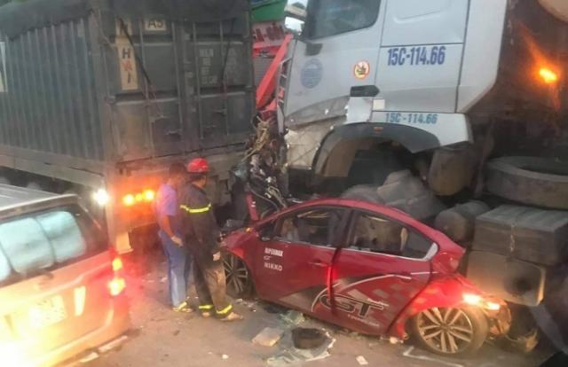 Danh tính 3 nạn nhân tử vong trong vụ TNGT nghiêm trọng ở quận Long Biên