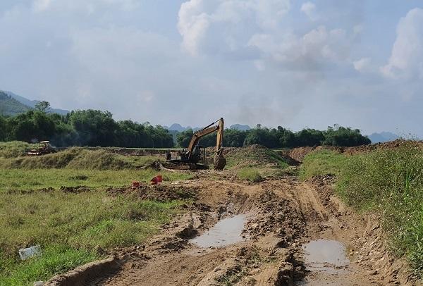 Tuyên Quang: Khoét bờ sông Phó Đáy để múc cát, doanh nghiệp Hiếu Thảo khai thác ngoài ranh giới