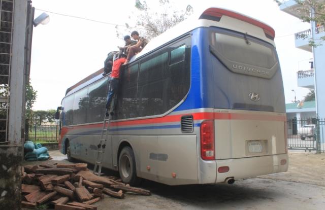 Bắt xe khách Lào vận chuyển loại gỗ trắc quý hiếm