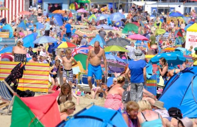 Người dân Châu Âu đối mặt với nắng nóng ngột ngạt gần 50 độ C