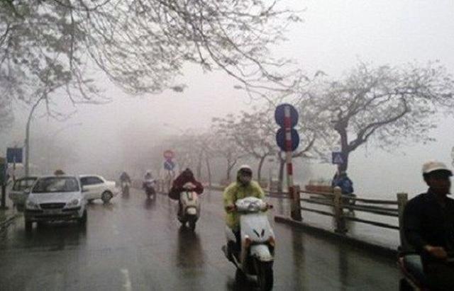 Dự báo thời tiết ngày 15/10: Mưa lớn diện rộng ở Trung Bộ, người miền Bắc mặc thêm áo rét