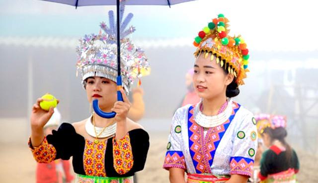 Lên biên giới xem thiếu nữ Mông xinh đẹp ném pao ngày Xuân
