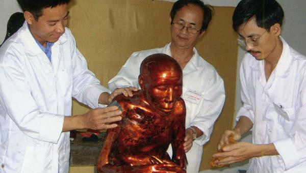 Bí ẩn chưa lời giải sau pho tượng nhục thân ở Việt Nam
