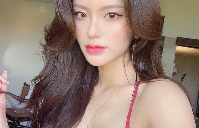 """Ngắm nhìn nhan sắc """"mê hồn"""" của 2 cô giáo đẹp nhất xứ Hàn"""