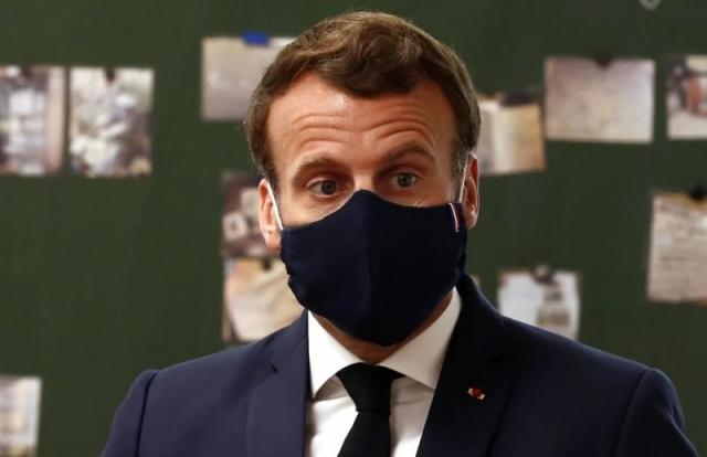 Tổng thống Macron tạo trend thời trang khẩu trang ở Pháp